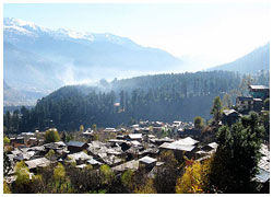 A bird's eye view of the quaint town of Old Manali